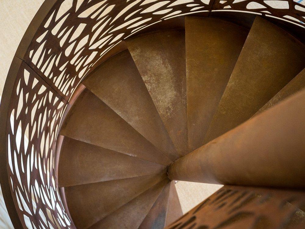 interieur cage escalier acier corten